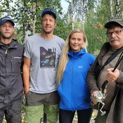 Pauli Sorsa, Mikko Peltola, Sanna Koljonen ja Pekka Kyöttinen kalastuksenvalvonnassa Pielisjoella.