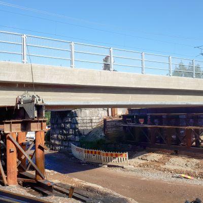 Pallarintien rautatien alikulkun uusi silta on valettu valmiiksi.