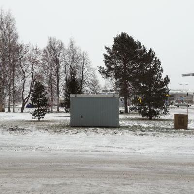 Ilmatieteenlaitoksen kontti Tornion keskustassa