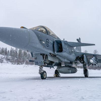 Saab JAS 39 Gripen E Satakunnan lennoston kentällä.