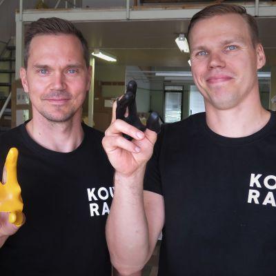 Muotoilija Vesa Korjus ja toimitusjohtaja Matti Rautkivi, Pari Vesaa ja Masa Oy, Virrat.
