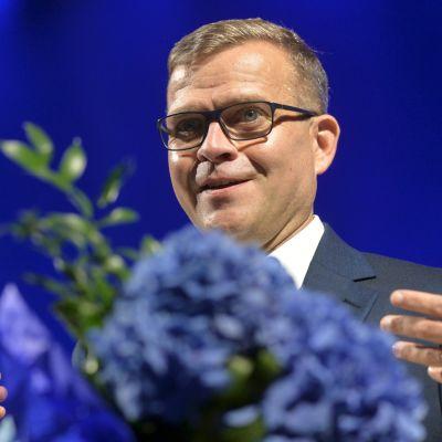 Kokoomuksen puheenjohtaja Petteri Orpo valittiin uudelleen puheenjohtajaksi kokoomuksen puoluekokouksessa Porissa Isomäen jäähallissa lauataina 5. syyskuuta 2020.