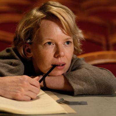 Alma Pöysti tekee herkkävireisen roolin nuorena Tove Janssonina.