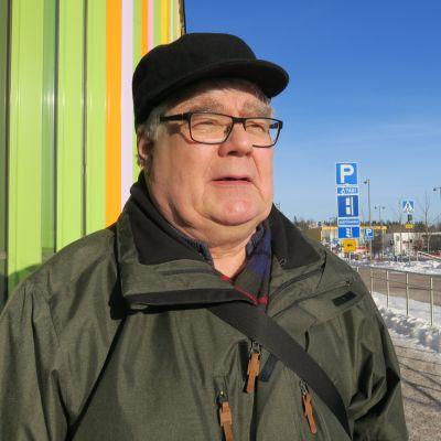 Arto Saartenkorpi asioi JUSTissa kuukausittain perussairauksiensa vuoksi.