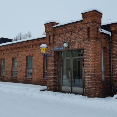 Tyhjillään oleva ruokalarakennus Rakuunamäellä Lappeenrannassa.