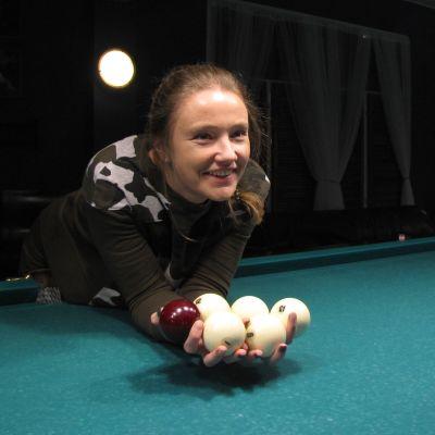33-vuotias Olga Milovanova on pyhittänyt elämänsä biljardille.