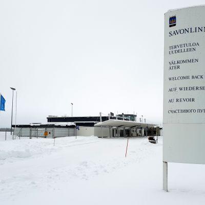 Savonlinnan lentokentän luminen piha