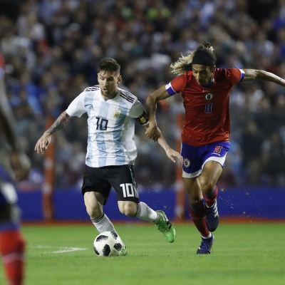 Lionel Messi med bollen