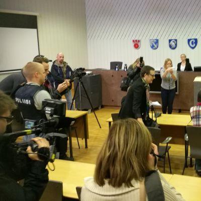 Porvoon puukotuksesta epäillyn miehen vangitsemisoikeudenkäynti 16.11.2017.