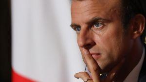 Frankrikes president Emmanuel Macron under migrationstoppmötet med europeiska och afrikanska ledare.