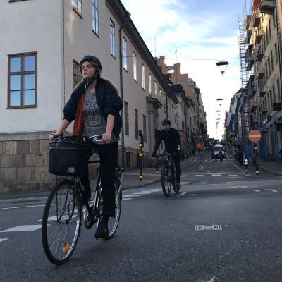 Cyklist i stadsmiljö.