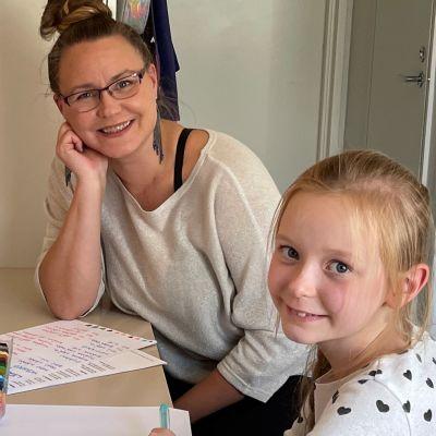 Maarit ja Sophia Kiprianoff muuttivat vuodeksi Inariin opiskelemaan koltansaamen kieltä.