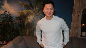 Thang Nguyen ser in i kameran