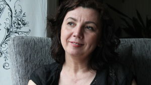 Emina Arnautovic porträtt