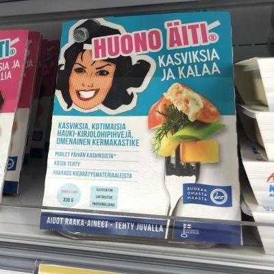 Huono Äiti -valmisruokia kaupan hyllyllä.