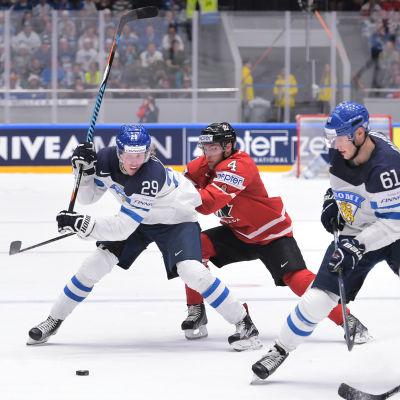 Laine och Barkov kämpar mot Kanada.