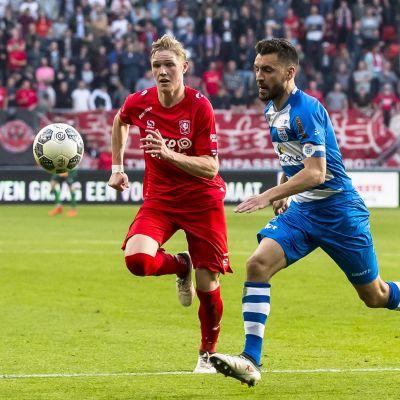 Fredrik Jensen springer efter bollen.