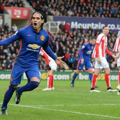 Radamel Falcao firar mål mot Stoke