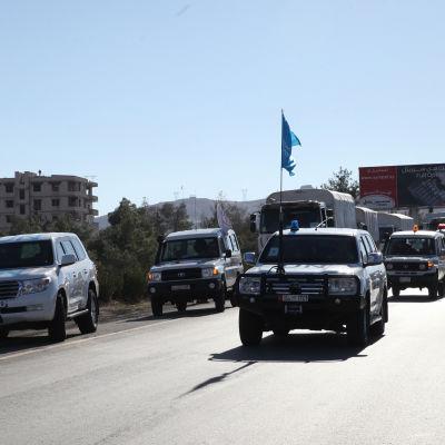 FN-konvoj på väg till den belägrade staden Madaya där tiotals mänskor har dött av svält under de senaste veckorna