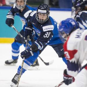 Michelle Karvinen i farten mot Tjeckien.