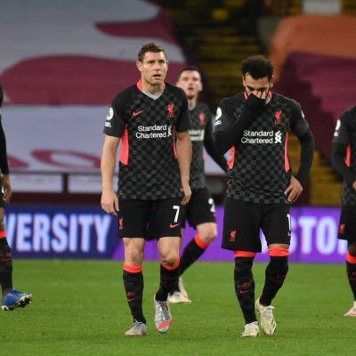 Mohamed Salah ja muu Liverpoolin joukkue koki kovia Aston Villan käsittelyssä.