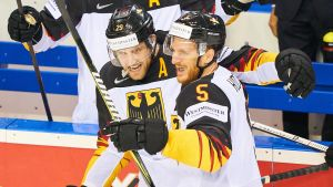 Leon Draisaitl och Korbinian Holzer är två av det tyska lagets fyra NHL-spelare.