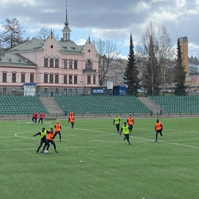 FC LAhden harjoitukset Lahden Kisapuiston stadionilla