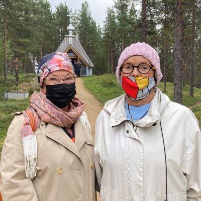 Hannele Holsten ja Kerttu Junnonen tulivat Kemistä asti Keväjärven tsasounalle.
