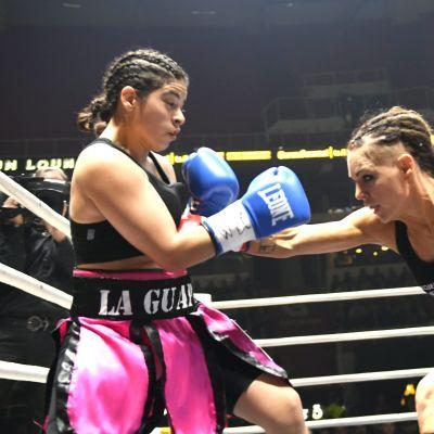 Suomen Eva Wahlström (punainen) otteli Argentinan Mayra Alejandra Gomezia vastaan Gatorade Fight Night -ammattinyrkkeilytapahtumassa Turussa lauantaina 6. toukokuuta 2017.
