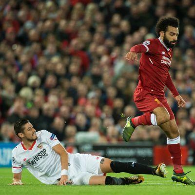 Liverpool ja Sevilla viheriöllä