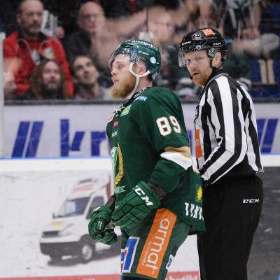Färjestads Antti Tyrväinen rör upp känslorna i det svenska hockeyslutspelet