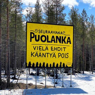 Vielä ehdit kääntyä pois -kyltti ennen Puolangan kylää