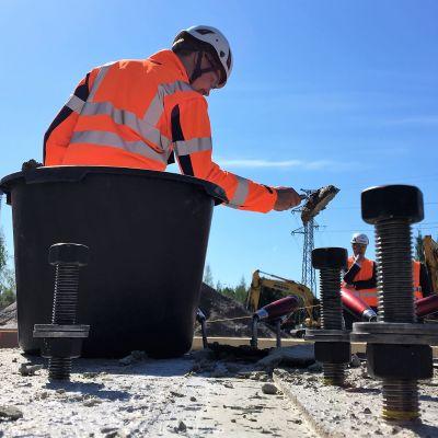 Oulun pääpaloaseman peruskivenmuuraustilaisuus Linnanmaalla 4. kesäkuuta 2020.