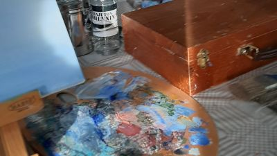 Vattenfärgpalett i ateljé
