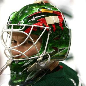 Kaapo Kähkönen var uppkallad till NHL för en månad sedan men fick då nöja sig med att vakta båset.