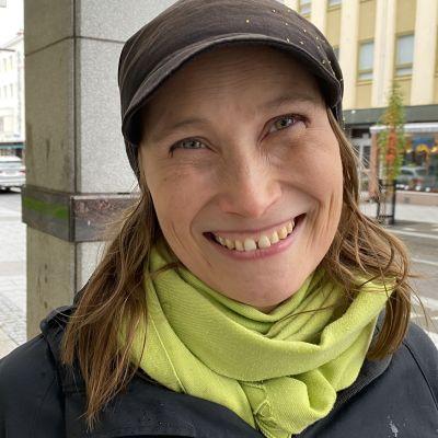Vihreiden puoluevaltuuskunnan puheenjohtaja Silja Keränen toivoo kannabispäätöksen synnyttävän keskustelua.