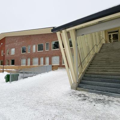 Kuvassa Chydeniuksen koulu Kokkolassa