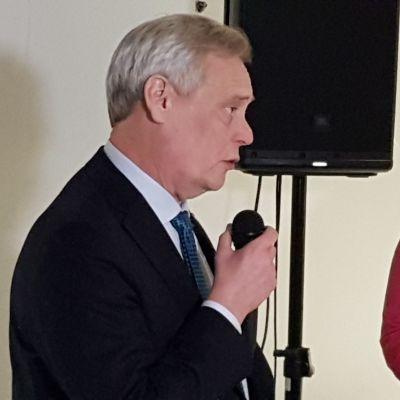 Antti Rinne (sd.) ja Johanna Ojala-Niemelä (sd.)