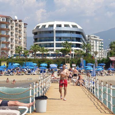Alanyassa hotellin uimaranta