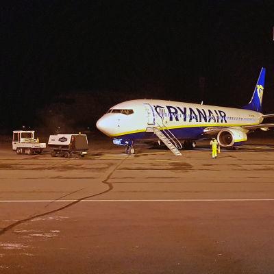RyanAirin kone Lappeenrannan lentokentällä