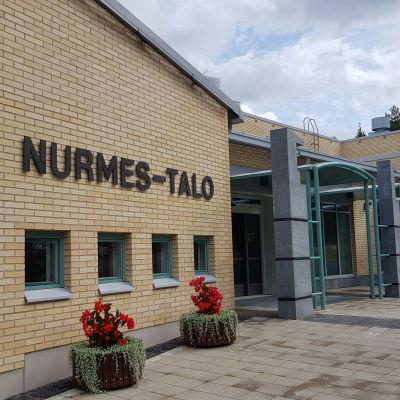 Nurmes-talon julkisivu remontin jälkeen elokuussa 2021.