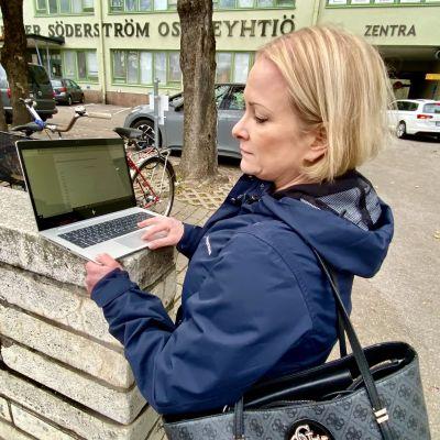 Katja Blomberg ute på stan.