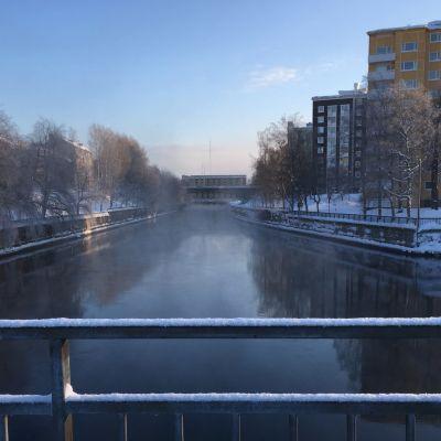 Merikosken alakanava voimalan alapuolella talvella.