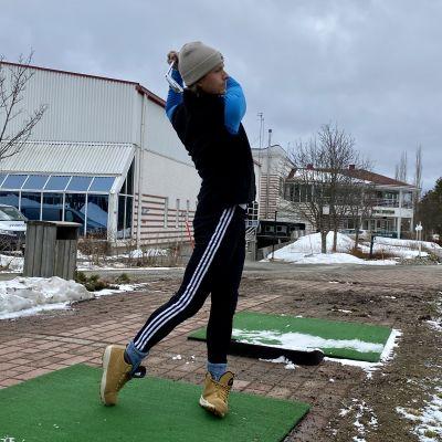 Ville-Petteri Peittola on innoissaan, vaikka parhaimmillaan golf on vasta lämpimämmällä säällä.