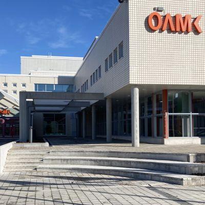 Oulun ammattikorkeakoulun rakennus Linnanmaan kampuksen alueella.