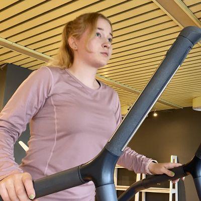 Kajaanilainen Sara Komulainen haluaa kotikaupunkinsa lukioon.