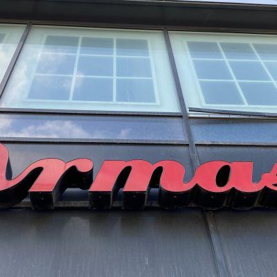 Ravintola Armaksen nimi talon seinässä