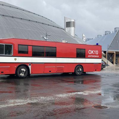Koronarokotusbussi Ouluhallin pihalla