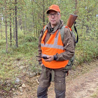 """""""Puoliammattimainen tehopyynti ei istu meidän oikeustajuun ja kulttuuriin"""", sanoo inarilainen metsästäjä Jouni Männistö."""