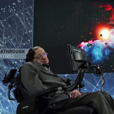 Stephen Hawking på ett presstillfälle om kosmologi I One World Trade Center i New York.
